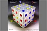 Попробуйте переставить на этом кубике красные пипки вправо, желтые - влево, а синие - вверх!