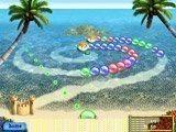 Тропическая зума с необычной точкой обзора. Рыба-шар пускает разноцветные пузыри, а краб их сбивает, чтобы они не докатились до его песочного замка.