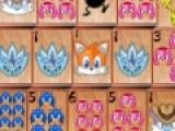 Предлагаем Вам еще одну версию классической головоломки маджонг. Но изображены на карточках будет ёжик Соник и его друзья. Необходимо за минимальное время убрать все карты с игрового поля. Кликайте мышкой на карты с одинаковыми рисунками, которые не закрыты  другими картами.
