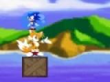 Перед тобой физическая головоломка героем которой стал Соник. Он находится в шаре, и должен попасть к своему другу лисенку. Твоя задача убирать при помощи мышки не нужные блоки, что бы Соник докатился к другу.