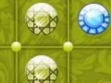 Перед Вами игровое поле с пустыми ячейками. В них вы должны располагать драгоценные камни таким образом, что бы камни исчезали, а ячейки оставались пустыми. Как именно располагать камни, Вы должны понять самостоятельно. Ведь не зря эта игра головоломка.