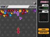 В этой игре на подобие классических пузырьков - пузырьки не только круглые, но и треугольные, и квадратные и стоят они стройными рядами и от вашего выстрела могут менять позицию.
