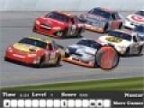 Игра про поиски предметов отлично подойдет для мальчиков, которые любят спортивные и гоночные автомобили. Что бы пройти уровень игры, необходимо отыскать все скрытые буквы, на картинках на которых изображены гоночные автомобили.