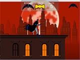 Начните свое путешествие в качестве Бэтмена с крыши банка. Прыгая с крыши на крышу, спуститесь вниз на улицы, где орудуют шайки головорезов. Тут как раз и начнется работа для супер-героя!