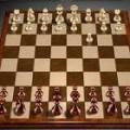Отличные 3D шахматы с тремя уровнями сложности и ведением записи ходов игрока и компьютера. Есть подсветка возможных ходов.