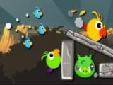 Знаменитая игра Angry Birds получила очень достойное продолжение. В нашем распоряжении незаменимая рогатка, злые птицы и зелёные свиньи, пытающиеся спастись от возмездия за крепостными сооружениями.