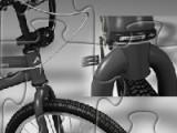 Для тех кто любит велосипеды подобраны отличные пазлы. Выберите сложность и внимательно посмотрите на картинку. А после того как пазл перемешается постарайтесь за ограниченное время расставить кусочки что бы изображение восстановить!
