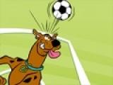 Скуби Ду очень любит футбол. и в каждую свободную минуту тренируется на поле. Предлагаем тебе отправиться на тренировку вместе с ним. Помоги Скуби как можно дольше жонглировать мячом. Что бы мяч не упал передвигай героя при помощи стрелочек, а что бы отбить футбольный мяч нажимай на пробел. Чем дольше мяч не коснется земли, тем больше бонусов ты получишь.