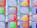 Отличная игра развивающая память, цель которой открыть все карты на игровом поле. Что бы карты оставались в перевернутом положении, нужно отрывать карточки с одинаковыми числами.
