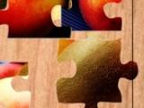 Собирая кусочки пазла в картинку каждый следующий раз, вы сможете смотреть новое фото со вкусными овощами или фруктами.