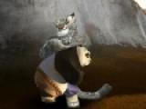 Любимый герой из мультфильма Панда кунг-фу сражается не на жизнь а на смерть с отважными бойцами. Помогите ему одержать победу в бою один на один. Используй стрелки и пробел для мощных комбо ударов.