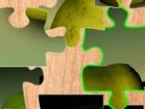 Постарайтесь как можно быстрее собрать все кусочки пазла расположив их на своем месте. Если у Вас все выйдет, то перед Вами окажется изображение сочных спелых груш.