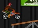 Эта игра полюбится любителям гонок и мотоциклов с первых секунд. В ней Вам предстоит преодолеть сложные трамплины и препятствия на скоростном мотоцикле. Не каждый гонщик способен на это. Для выполнения трюков Вам понадобится ловкость и трезвое мышление.