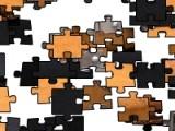Выберите количество кусочков на которое рассыпется пазл. После этого  решите, хотите Вы играть на время или в расслабленном режиме и приступайте. Поставьте все кусочки пазла на свое место и уведите изображение чемодана.