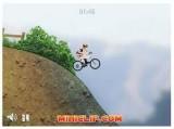 Отличные гонки на велосипеде по холмистой местности. Управление стрелки.