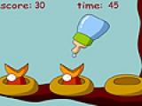 В этой игре необходимо кормить птенцов. Используйте для этого свою мышку. Если птичек не накормить, они умрут.