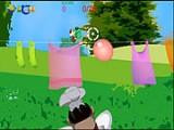 В этой игре играете поваром и вам предстоит непростая задача - сбить Чипа и Дейла шаром с водой пока они не утащили все продукты по бельевой веревке.