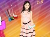 В этой игре сбудется мечта многих девочек, которым нравится Пенелопа Круз. У них появится возможность стать стилистом этой знаменитости и подобрать одежду для Пенелопы на съемку.