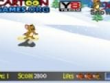 В этой игре Джери катается на сноуборде. А ты должен помочь ему не натолкнуться на камни и собрать как можно больше вкусных фруктов и сыра. Управляй мышонком при помощи своей мыши.